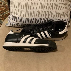 Boys adidas Samoa sneakers like new condition
